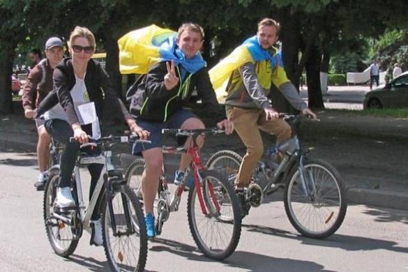 Черкаські студенти та викладачі промчали містом на велосипедах