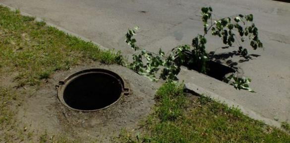 У Черкасах невідомі викрадають каналізаційні люки