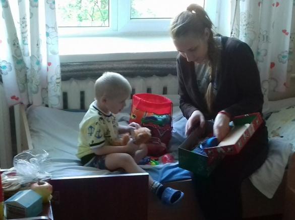 Небайдужі черкащани забезпечили речами двох хлопчиків з дитбудинку