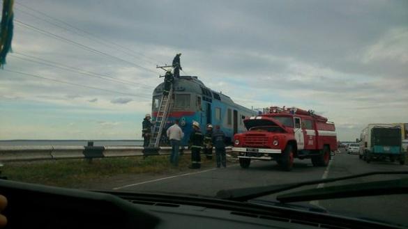 На дамбі поблизу Черкас загорівся дизель-потяг
