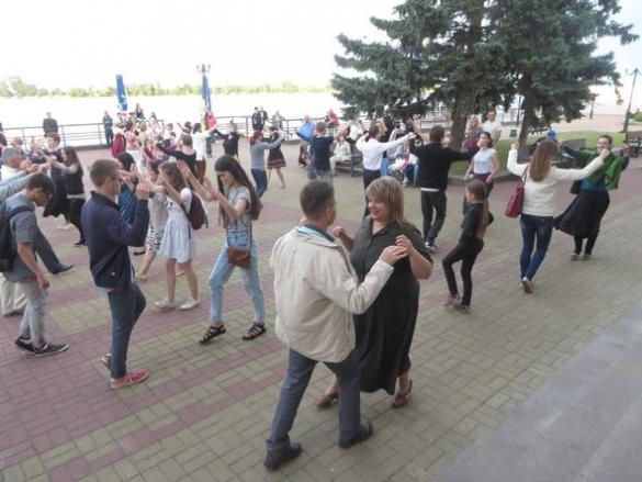 На річковому вокзалі в Черкасах танцювали танго