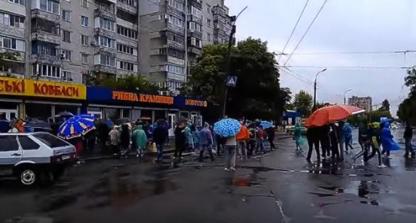 Як стихійні торговці бастували у Черкасах (ВІДЕО)