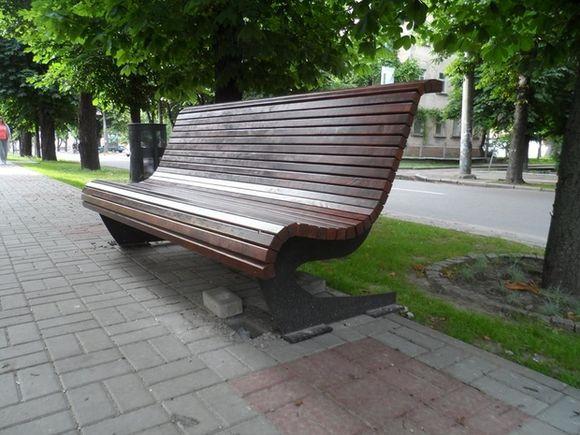 Вандали пошкодили плитку на бульварі Шевченка (ФОТО)