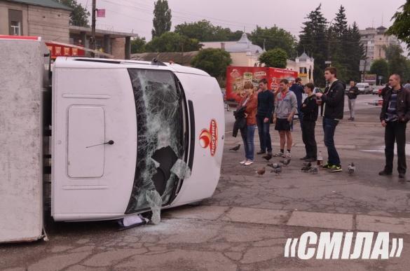 На Черкащині водій скерував авто у стовп та вибив головою лобове скло