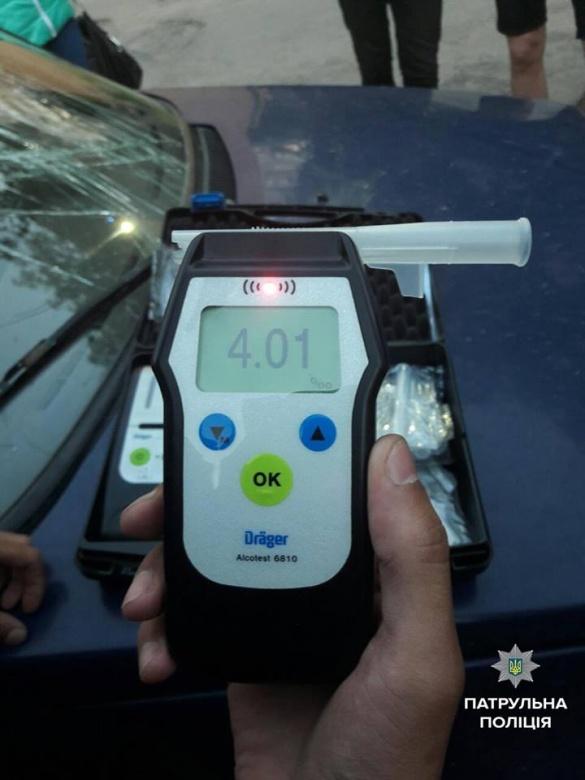 У Черкасах затримали п'яного чоловіка за кермом автомобіля