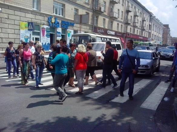 Рух в центрі Черкас відновлено: мітингувальники пішли на