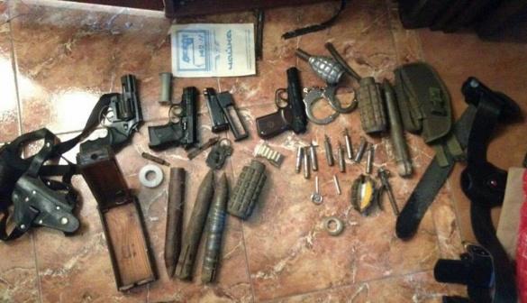 Правоохоронці затримали черкащан, які привозили зброю із зони АТО