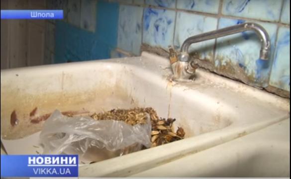 На Черкащині пенсіонерів та інвалідів змушують переїхати в аварійне приміщення