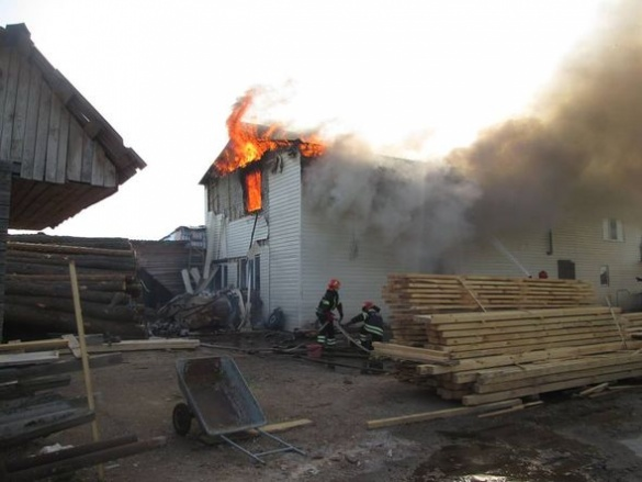 На Черкащині пожежа охопила два житлових будинки