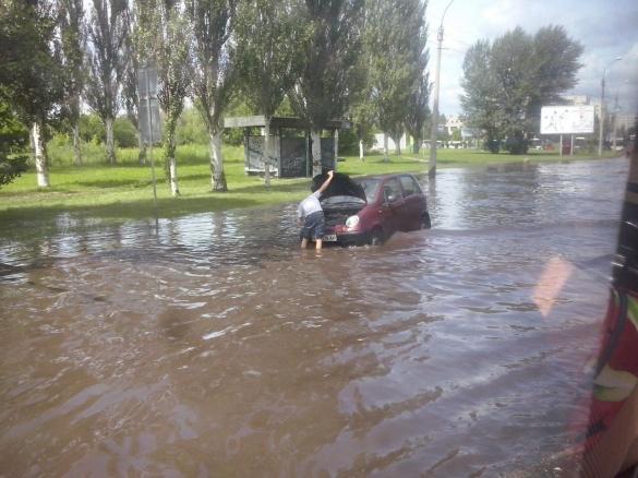 Як вулиці Черкаси в черговий раз затопило через великий дощ (ВІДЕО)