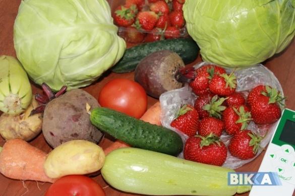 Експеримент: cкільки нітратів міститься в овочах та ягодах із черкаських прилавків