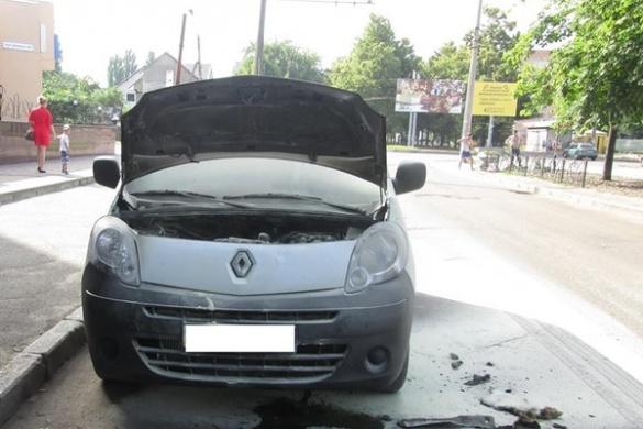 На бульварі Шевченка несподівано спалахнула іномарка