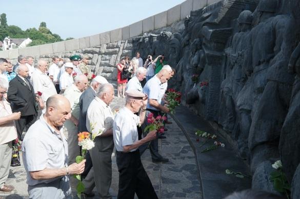 У Черкасах вшанували пам'ять жертв війни в Україні (ФОТО)