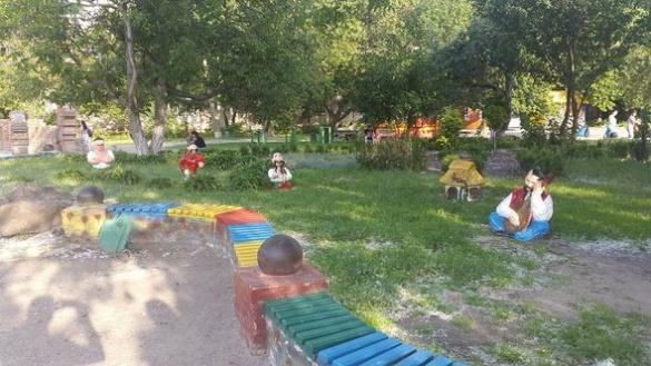 У черкаському парку вандали знищили нещодавно встановлені фігури (ФОТО)