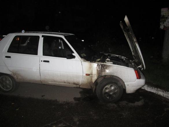 У Черкасах небайдужі містяни загасили палаючий автомобіль