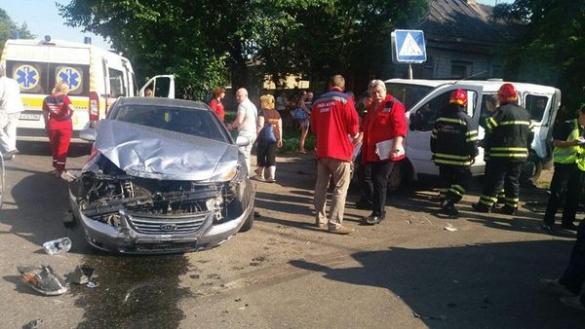 У Черкасах зіштовхнулись три автомобілі, є постраждалі (ФОТО)