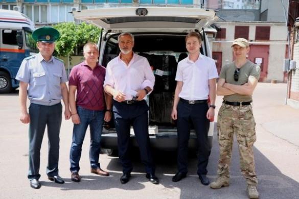 Черкаським прикордонникам передали 200 військових аптечок від американської діаспори