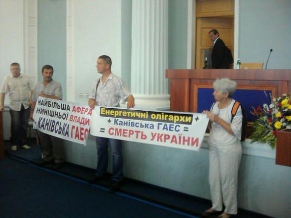 На сесії облради мітингують проти будівництва ГАЕС на Черкащині