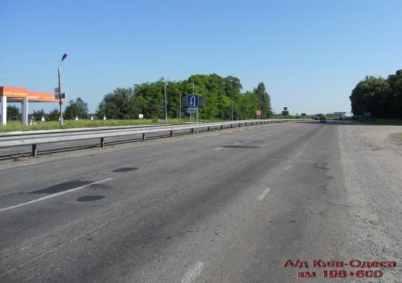 Черкаські дорожники приводять до ладу міжнародну дорогу Київ-Одеса