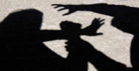 У Черкасах психічнохворий чоловік накинувся на жінку з дитиною