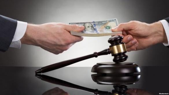 На корупції спіймали чиновника у Черкаській області