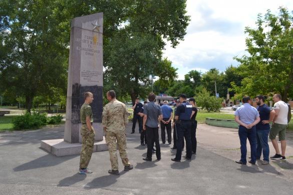 У Черкасах зібрались прибрати зі скверу скандальний пам'ятник
