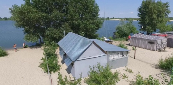 Незаконний будиночок на березі Дніпра виявили у Черкасах (ВІДЕО)