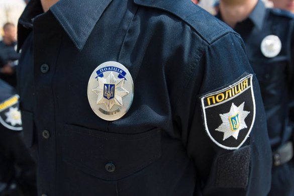 Черкаські патрульні витягли автомобіль з піщаної пастки