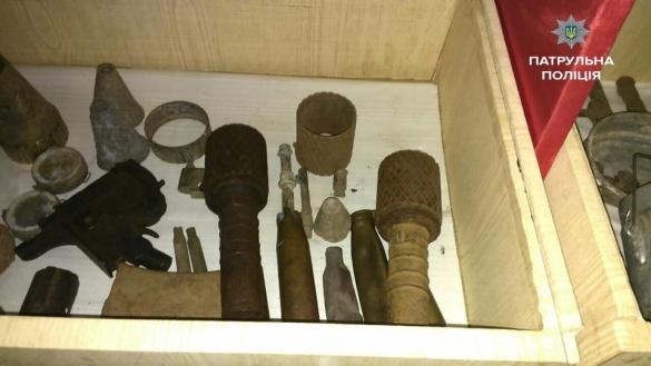 У черкаській школі виявили предмети, схожі на бойові гранати