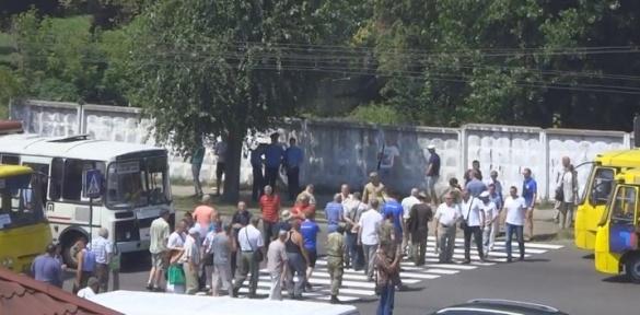 Через акцію протесту на одній з вулиць Черкас зупинявся транспорт (ВІДЕО)
