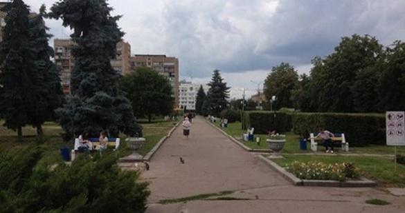 Нові пішохідні доріжки та облаштований газон: сквер у центрі Черкас планують реконструювати