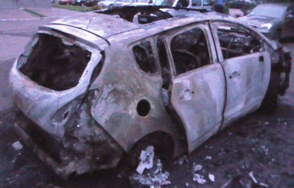 За ніч на вулиці Героїв Дніпра горіли п'ять машин (ВІДЕО)