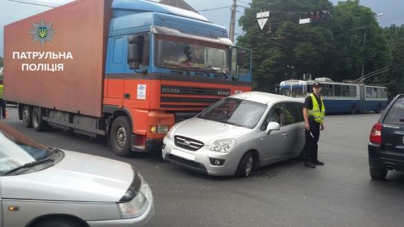 ДТП у Черкасах: легковик зіткнувся з вантажівкою (фотофакт)