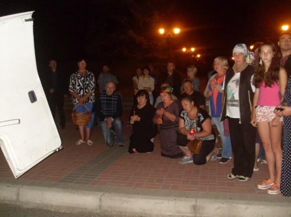 У Черкаській області на колінах провели в останню путь загиблого бійця АТО