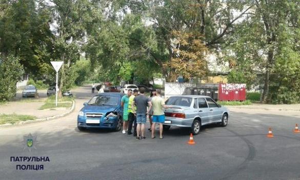 У Черкасах на перехресті не розминулися два автомобілі