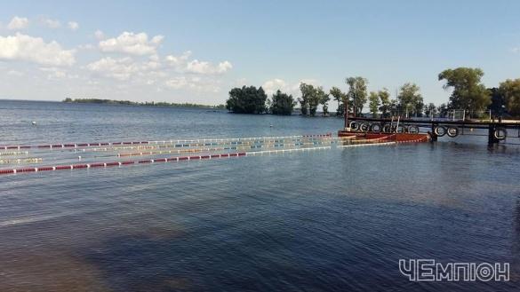 На одному з черкаських пляжів почав діяти басейн просто неба (ФОТО)