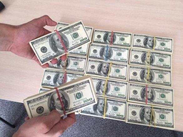 Сільського голову на Черкащині спіймали на хабарі у майже 200 тисяч доларів