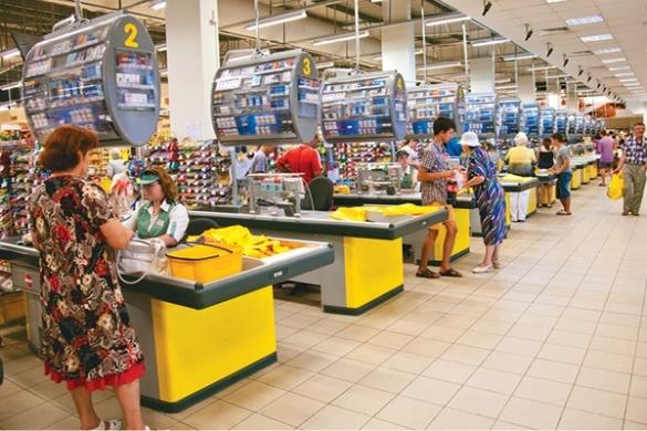 Скандальну касирку черкаського супермаркету звільнили за неповагу до покупця