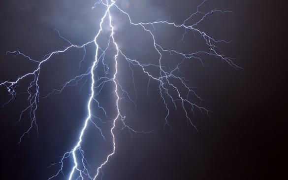 На Черкащині блискавка влучила у житловий будинок