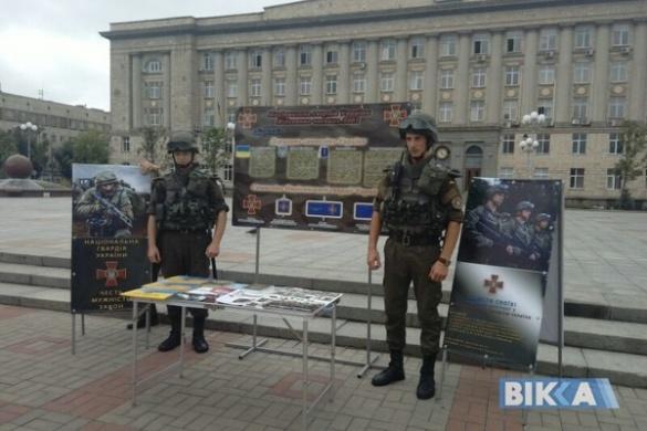 На Соборній площі черкащан закликають вступити до лав української армії