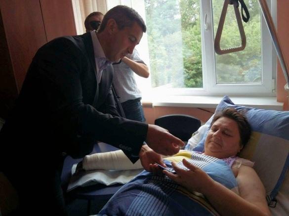 Волонтерки, які потрапили у ДТП, продовжують справу навіть у лікарні