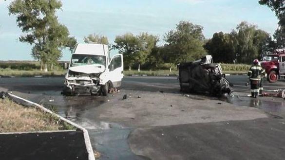 У мережі з'явилися фото та відео смертельної ДТП на Черкащині