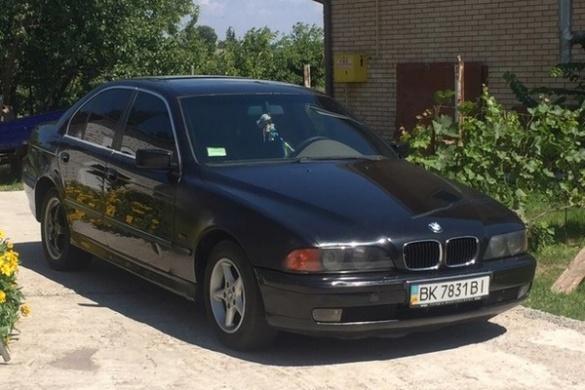 У Черкасах вночі невідомі викрали автомобіль BMW