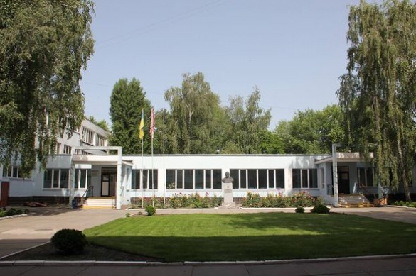 Оновлену стіну черкаської гімназії зіпсували невідомі