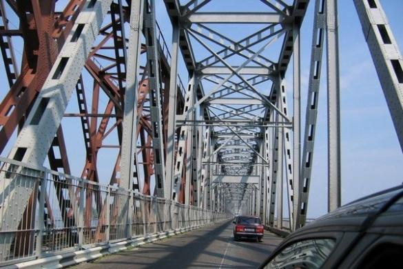 Дорожники розповіли, наскільки безпечним є черкаський міст після обвалу асфальту