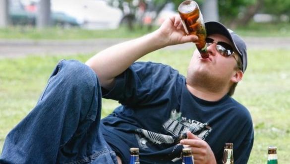 Черкащани розповіли, що треба робити з п'яницями, поміченими на вулицях міста (ВІДЕО)