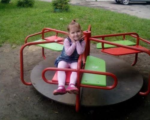 Черкащан просять допомогти 5-річній дівчинці, яка перенесла три інсульти