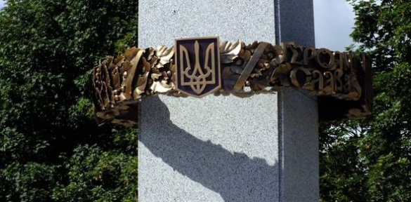 У Черкасах вандали зазіхнули на пам'ятник борцям за волю (ВІДЕО)