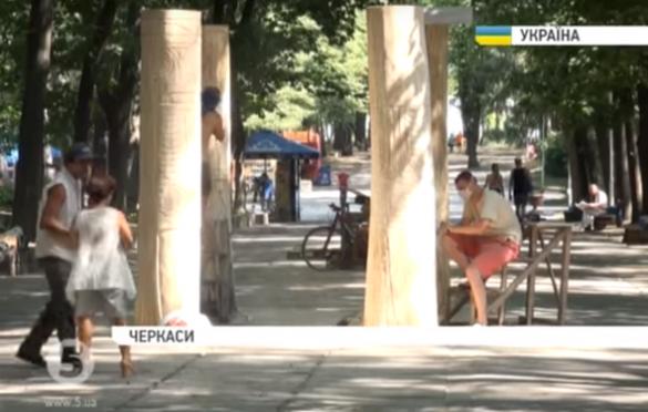 Черкаський парк перетворився на майстерню талановитих скульпторів
