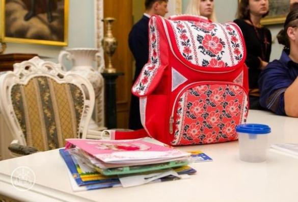 Черкаські меценати збирають дітей до школи